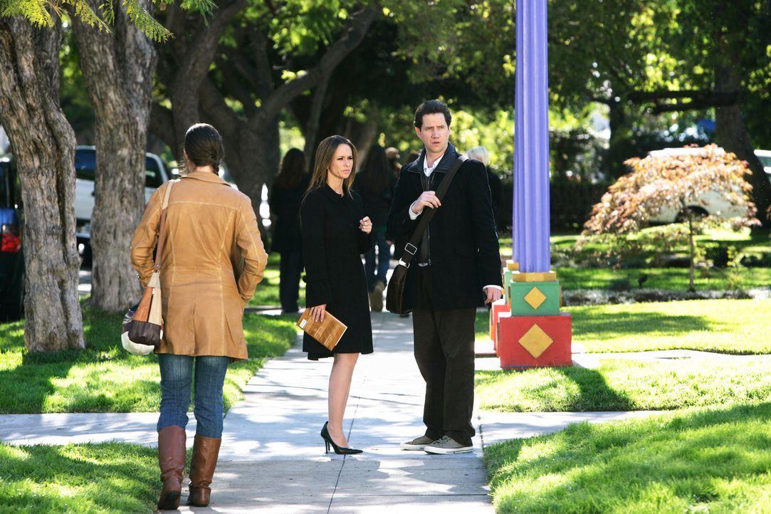 Eli (Jamie Kennedy, r.) und Melinda (Jennifer Love Hewitt, M.) machen eine seltsame Entdeckung ... - Bildquelle: ABC Studios