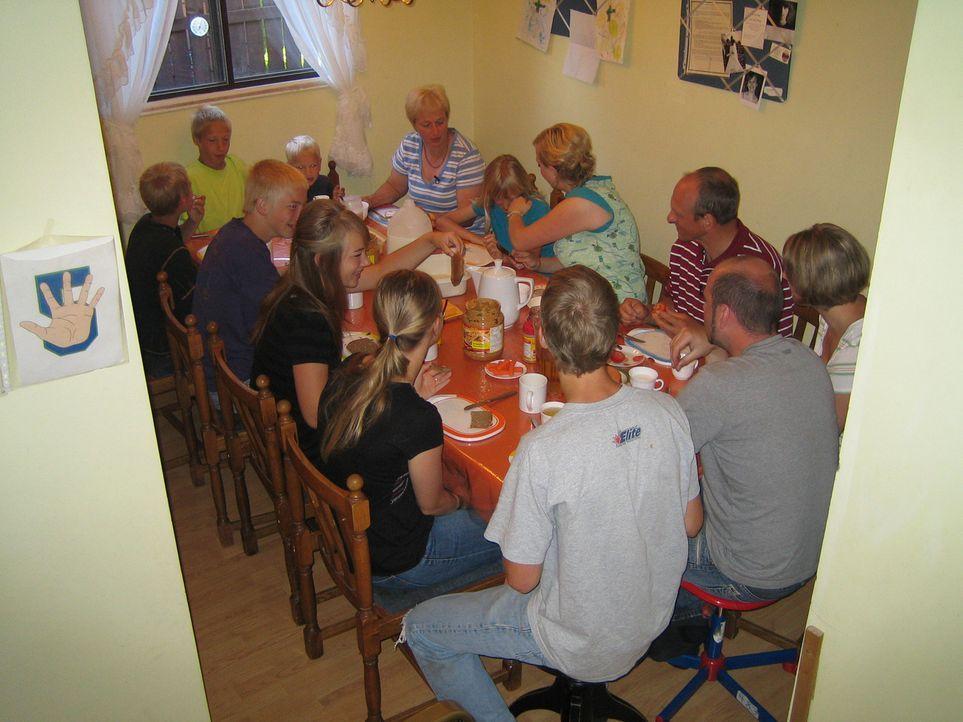 Wolfgang und Uschi Konietz sind mit neun ihrer elf (!) Kinder vor gut einem Jahr nach Kanada ausgewandert. - Bildquelle: kabel eins