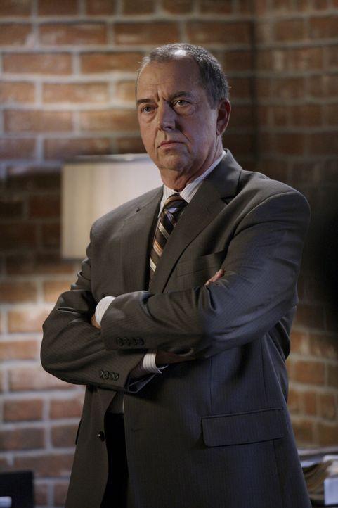 Nachdem Virgil Minelli (Gregory Itzin) Patrick Jane den Red John-Fall entzogen hat, will Jane das CBI verlassen ... - Bildquelle: Warner Bros. Television