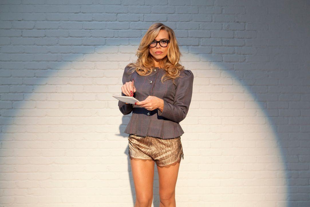 (4. Staffel) - Hannah (Billie Piper) gibt vor in einer Kanzlei in London als Sekretärin tätig zu sein. Tatsächlich ist sie als Callgirl Belle tätig.... - Bildquelle: Tiger Aspect Productions.
