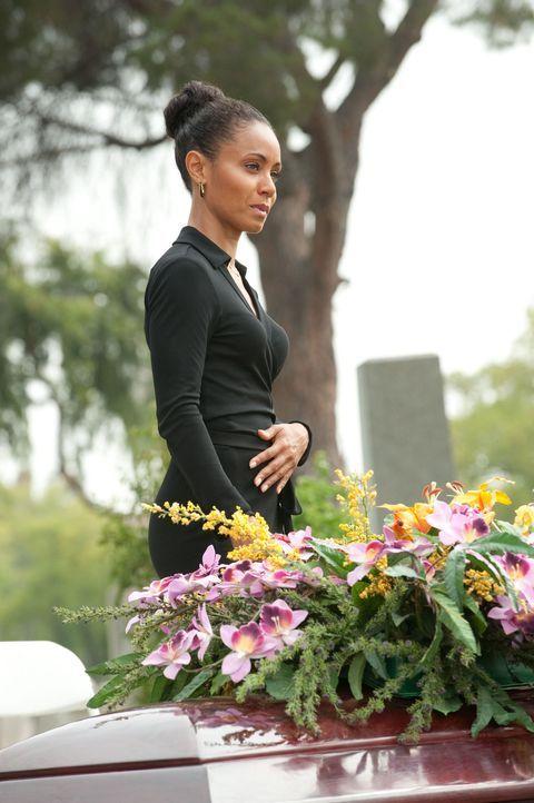 Christina (Jada Pinkett Smith) fährt zur Beerdigung von Nicks Mutter, bei der es zu einem kleinen Tumult kommt ... - Bildquelle: Turner  Network Television. A Time Warner Company. All Rights Reserved.