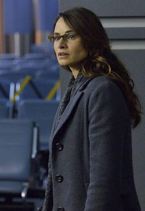 Noch ahnt Nora Martinez (Mia Maestro) nicht, dass die Entdeckung, die sie in einem Flugzeug macht, ihr ganzes Leben aus den Angeln heben wird ...