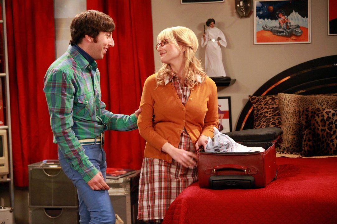 Probewohnen bei Mutter: Howard (Simon Helberg, l.) und Bernadette (Melissa Rauch, r.) ... - Bildquelle: Warner Bros. Television