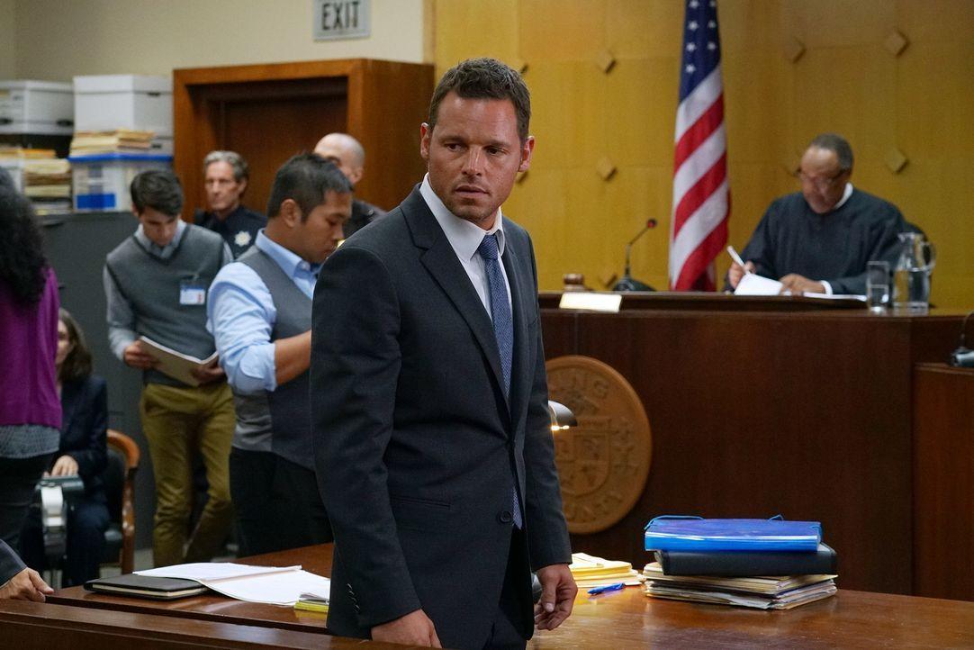 Muss sich vor Gericht verantworten: Alex (Justin Chambers) ... - Bildquelle: Byron Cohen 2016 American Broadcasting Companies, Inc. All rights reserved.