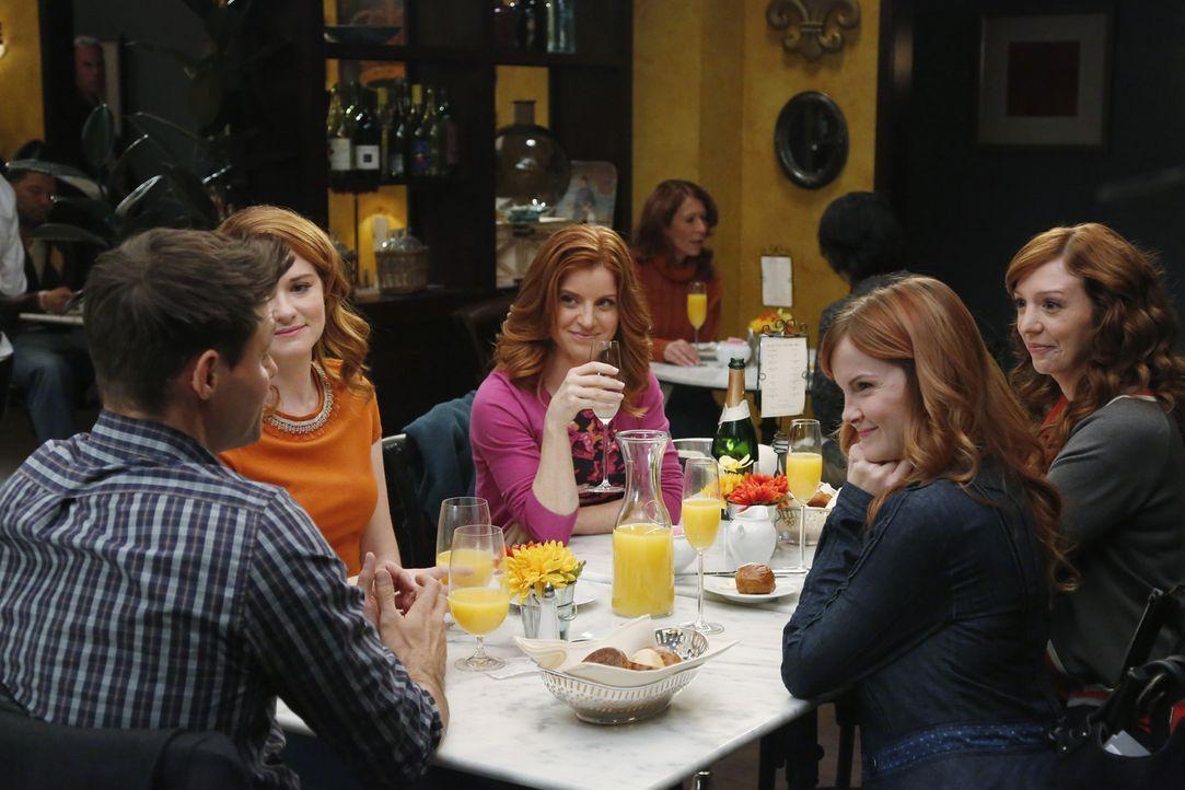Die Hochzeit von Matthew (Justin Bruening, l.) und April (Sarah Drew, 2.v.l.) rückt immer näher. Dieses Event wollen Aprils Schwestern (Elizabeth Bo... - Bildquelle: ABC Studios