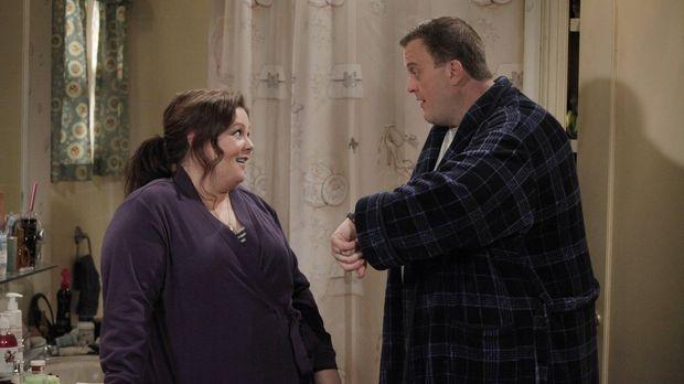 Mike (Billy Gardell, r.) ist völlig besessen davon, mit Molly (Melissa McCart...