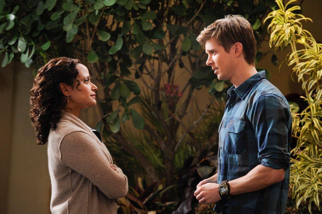 Nach alldem, was geschehen ist, bittet Remi (Drew Van Acker, r.) Zoila (Judy Reyes, l.) darum, mit Valentina ausgehen zu dürfen. Doch sie ist der Me... - Bildquelle: ABC Studios