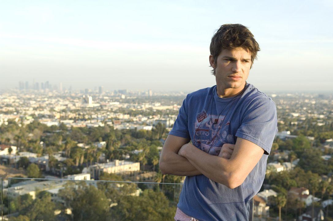 Nikki (Ashton Kutcher) weiß genau, welchen Eindruck er auf Frauen macht. Das nutzt er zu einem Leben mit wenig Anstrengung und viel Luxus. Doch als... - Bildquelle: 2008 by EASY A Inc. All Rights Reserved