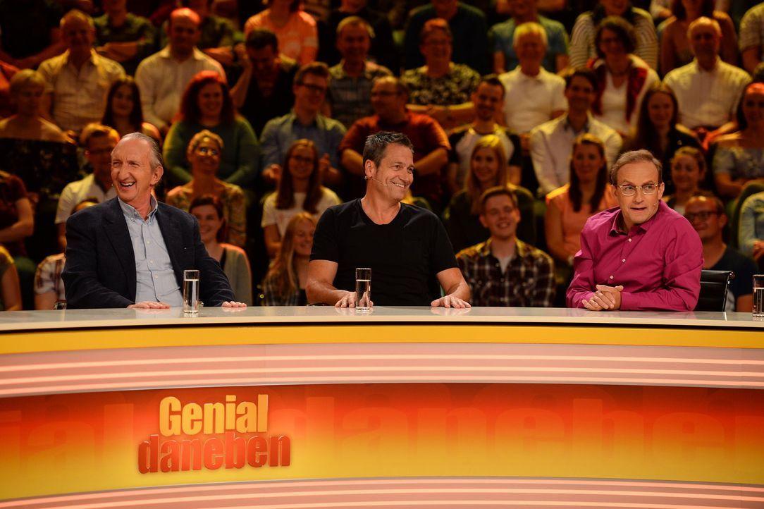"""Bei """"Genial daneben"""" geht's lustig zu: Mike Krüger (l.), Dieter Nuhr (M.) und Wigald Boning (r.) ... - Bildquelle: Willi Weber SAT.1"""