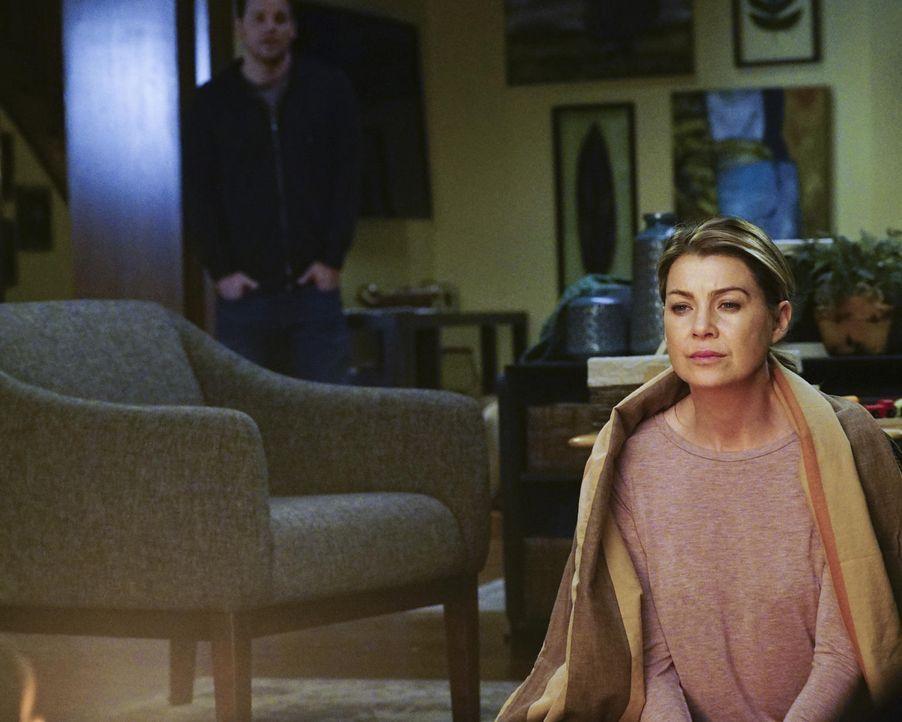 Meredith (Ellen Pompeo, r.) hat noch immer Probleme, mit dem Tod von der Derek zurecht zu kommen. - Bildquelle: Richard Cartwright ABC Studios