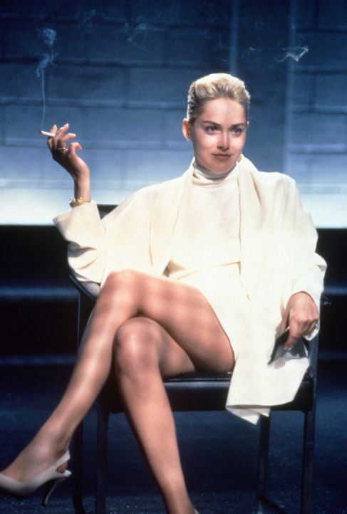 Sie bringt so manchen Mann um den Verstand: Catherine Tramell (Sharon Stone) - Bildquelle: 1992 Carolco Pictures Inc. and Le Studio Canal+ S.A. All Rights Reserved.