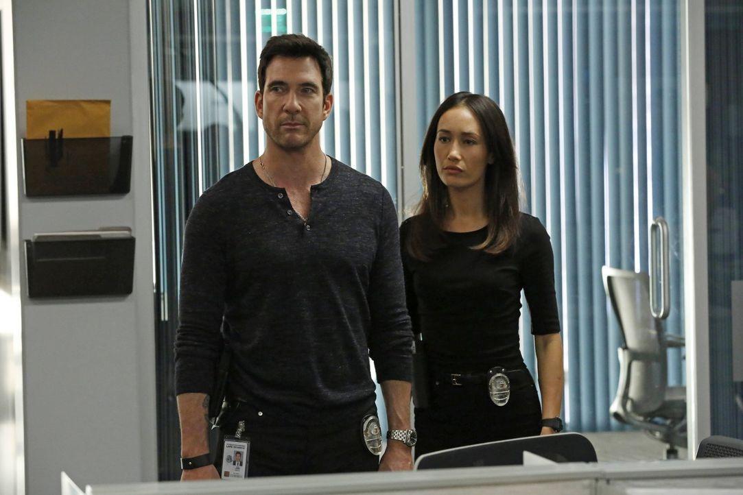 Ermitteln in einem neuen Fall: Jack (Dylan McDermott, l.) und Beth (Maggie Q, r.) ... - Bildquelle: Warner Bros. Entertainment, Inc.