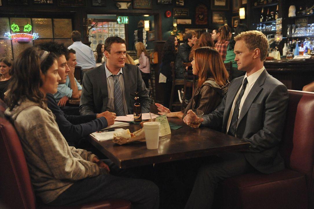 Gute Freunde: Ted (Josh Radnor, 2.v.l.), Marshall (Jason Segel, M.), Barney (Neil Patrick Harris, r.), Lily (Alyson Hannigan, 2.v.r.) und Robin (Cob... - Bildquelle: 20th Century Fox International Television