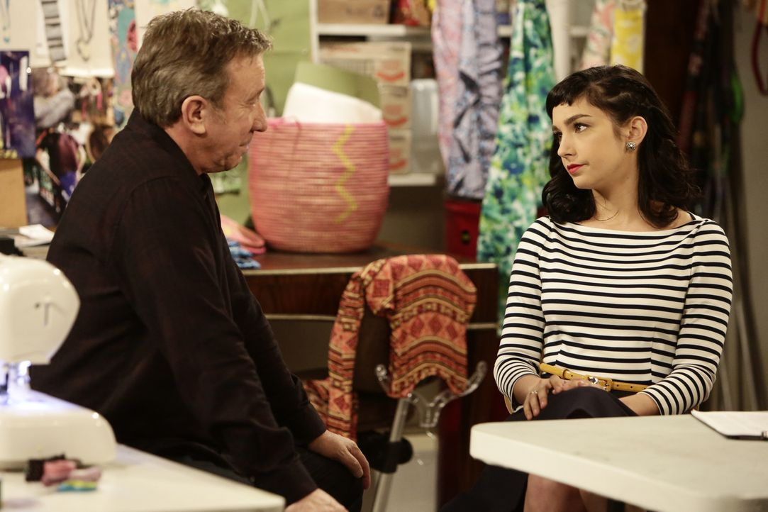 Mike (Tim Allen, l.) versucht alles, um herauszufinden, was der Grund ist, weshalb Mandy (Molly Ephraim, r.) ihr Praktikum in New York nicht mehr ma... - Bildquelle: 2014-2015 American Broadcasting Companies. All rights reserved.