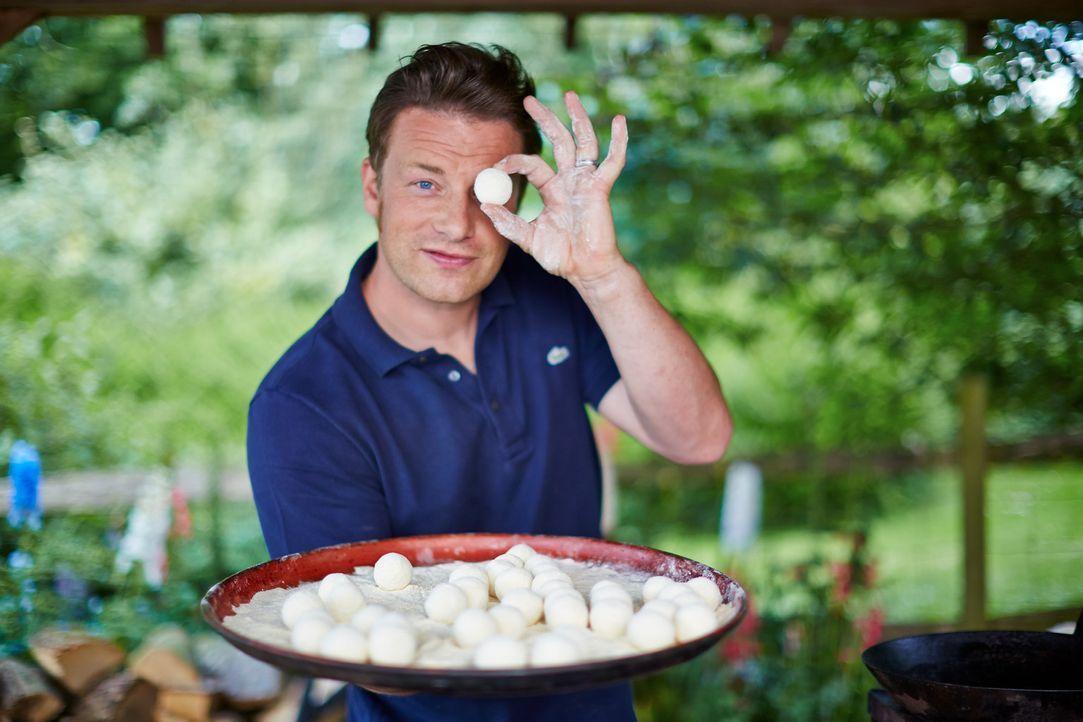 Die kleinen Ricotta-Bällchen mit dem Namen Gnudi haben es Jamie Oliver angetan ... - Bildquelle: FRESH ONE PRODUCTIONS MMXIV