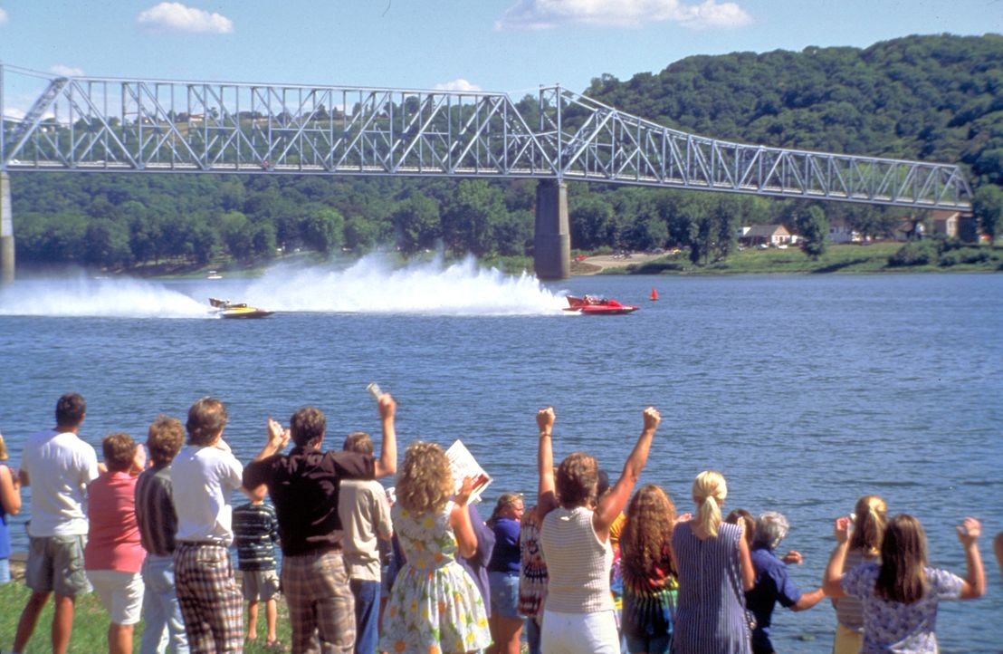 Die ganze Stadt fiebert mit! Bootsfanatiker Jim McCormick träumt davon, es ins Buch der Rekorde zu schaffen. Als das Gold Cup Gleitboot-Rennen ausg... - Bildquelle: Metro-Goldwyn-Mayer Studios Inc. All Rights Reserved.