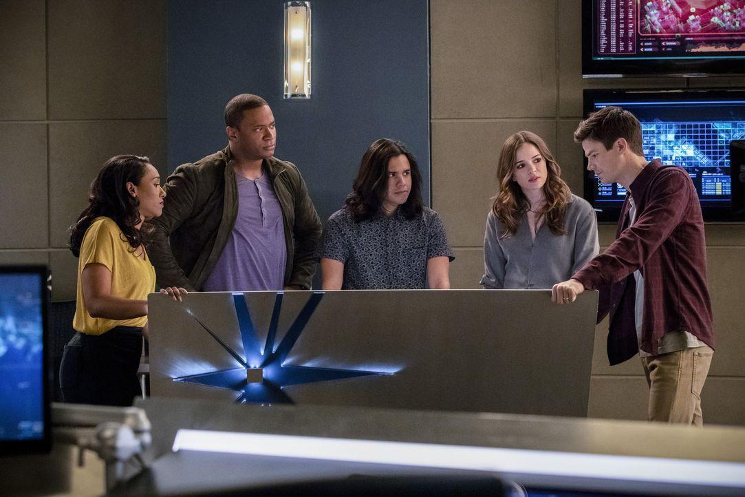 Erkennen (v.l.n.r.) Iris (Candice Patton), Diggle (David Ramsey), Cisco (Carlos Valdes) und Caitlin (Danielle Panabaker) mal wieder zu spät, was DeV... - Bildquelle: 2017 Warner Bros.