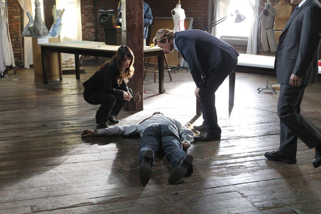 Untersuchen den Mord an einem in Ungnade gefallenen Modedesigner, der kurz vor einem Comeback stand: Teresa (Robin Tunney, l.) und Patrick (Simon Ba... - Bildquelle: Warner Bros. Television