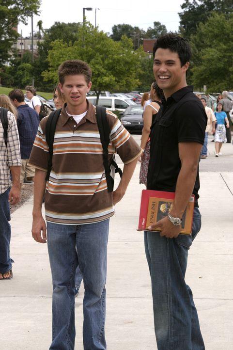 """Auch Mouth (Lee Norris, l.) wundert sich über den """"Neuzugang"""" an der Schule, denn Felix (Micheal Copon, r.) sorgt sofort für viel Wirbel ... - Bildquelle: Warner Bros. Pictures"""