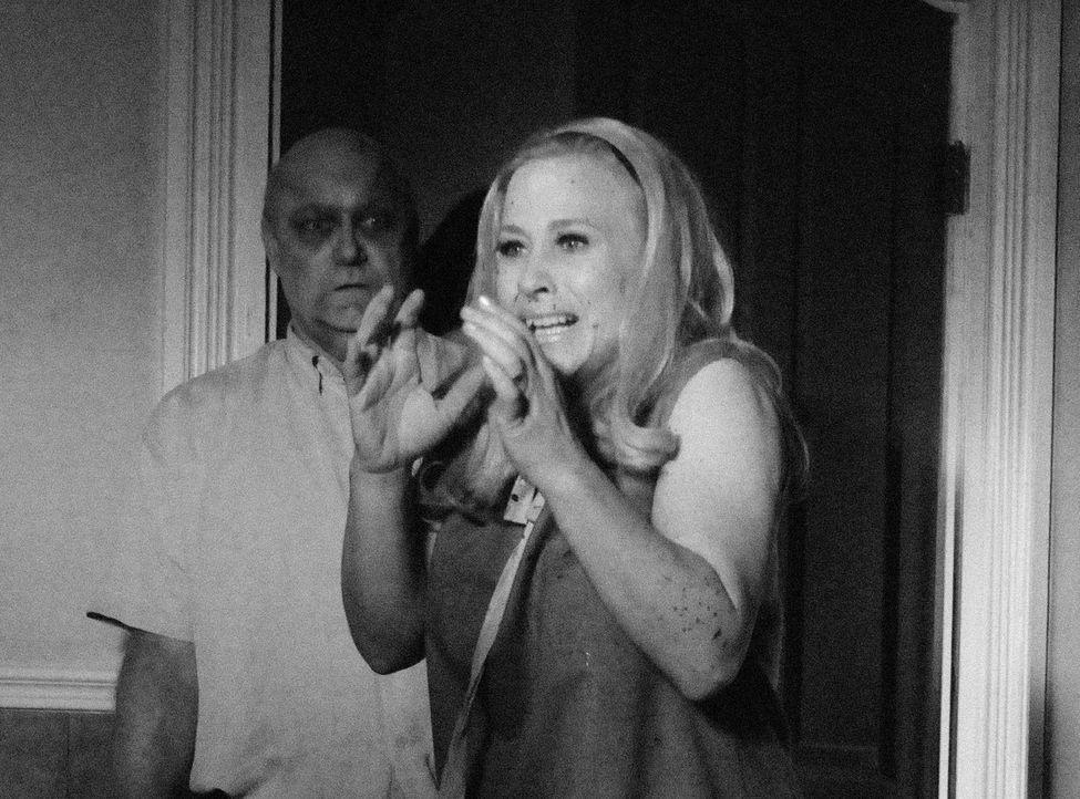 """Allison (Patricia Arquette, r.) findet sich im Traum im Film """"Die Nacht der lebenden Toten"""" in der Rolle der Barbara wieder. Am nächsten Morgen erwa... - Bildquelle: Paramount Network Television"""