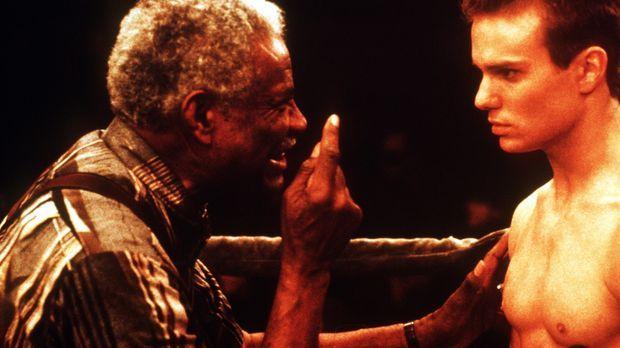 Der erfahrene Boxtrainer Noah (Ossie Davis, l.) gibt Tommy (James Marshall, r...