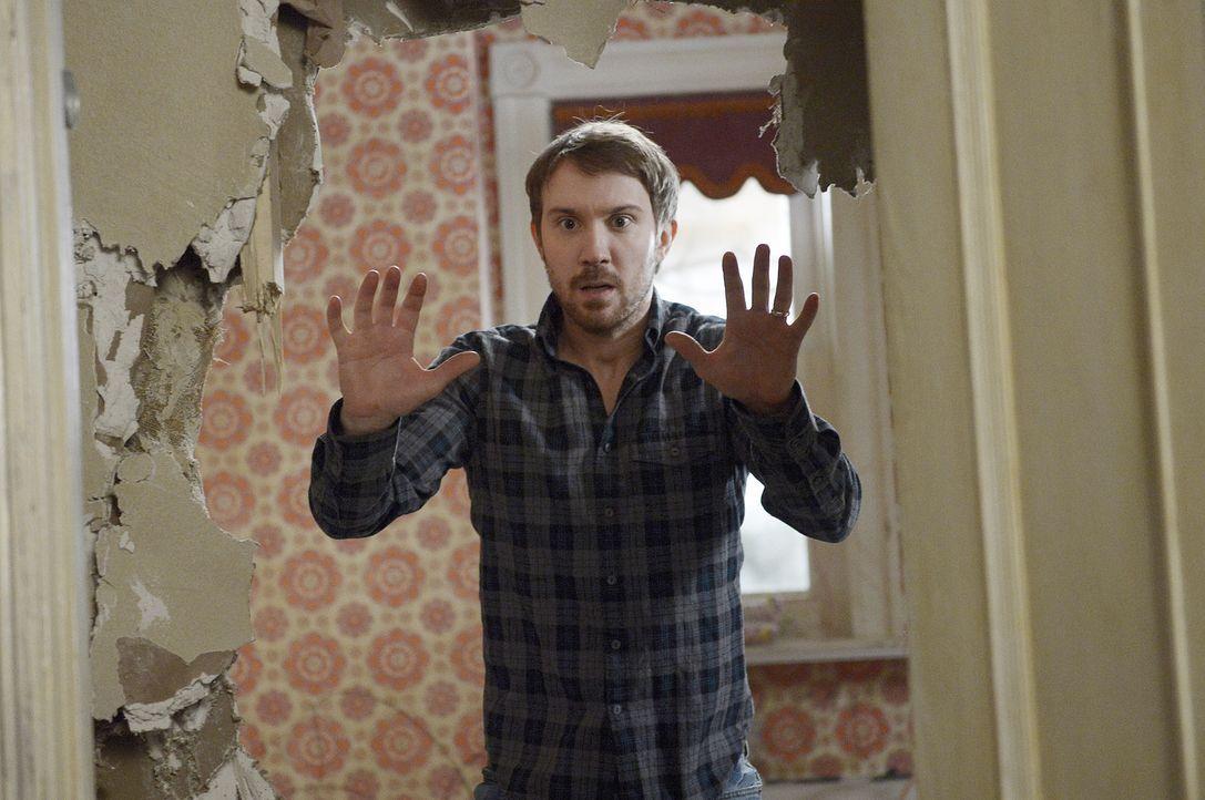 Josh (Sam Huntington) wird mit seinen größten Ängsten konfrontiert - genauso wie all seine Freunde ... - Bildquelle: Philippe Bosse 2014 B.H. 4 Productions (Muse) Inc. ALL RIGHTS RESERVED.