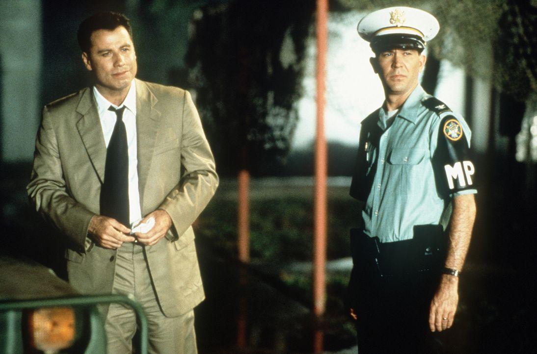 Mit der Hilfe von William Kent (Timothy Hutton, r.) stößt der ehrgeizige Paul Brenner (John Travolta, l.) auf brisante Hinweise ... - Bildquelle: Paramount Pictures