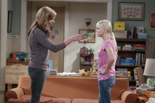 Mom - Geraten mal wieder aneinander: Bonnie (Allison Janney, l.) und Christy...