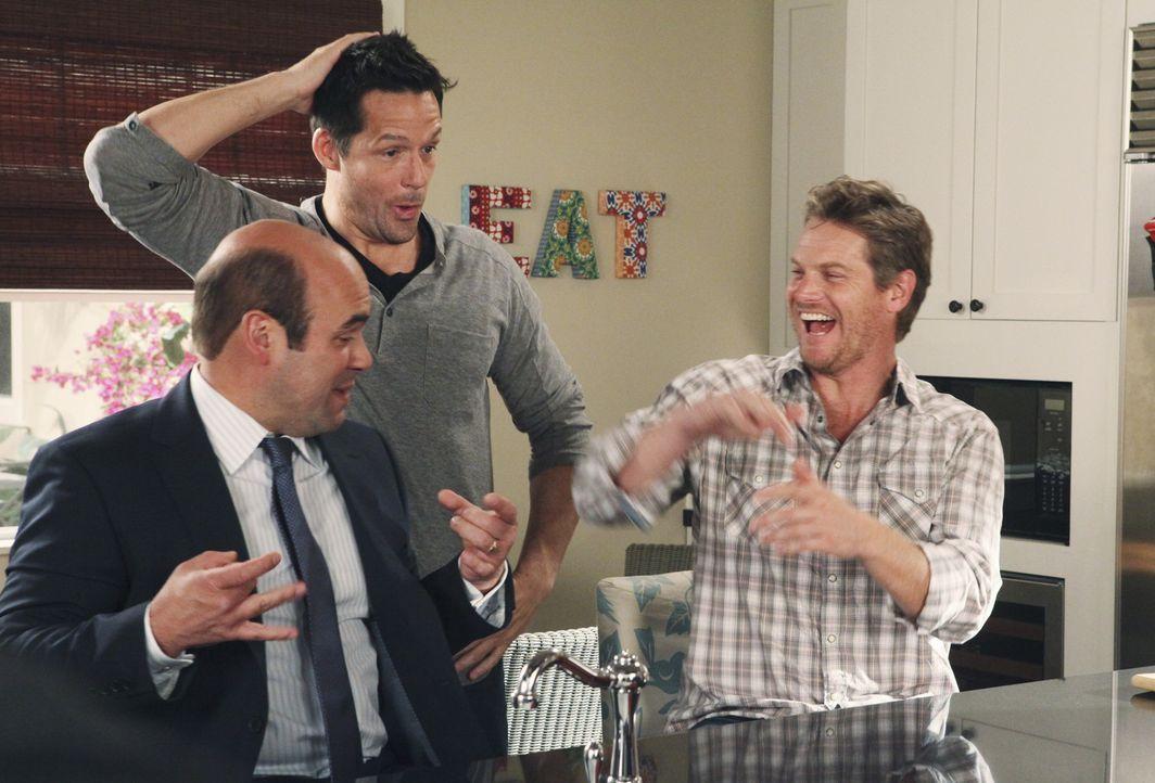 Haben Spaß miteinander: Grayson (Josh Hopkins, M.), Andy (Ian Gomez, l.) und Bobby (Brian van Holt, r.) ... - Bildquelle: 2009 ABC INC.