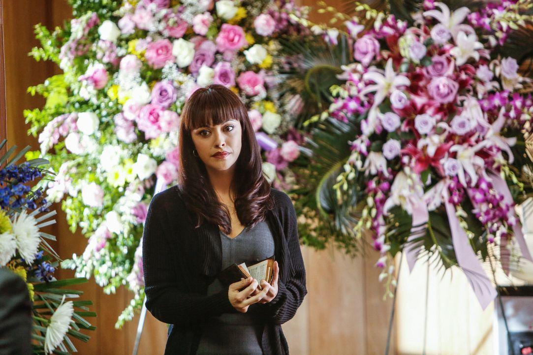Langsam wird Maria (Marisa Ramirez) klar, weshalb Nona - die Schwester der Selbstmörderin - nichts verraten will: Sie ist mit dem Bandenchef Santana... - Bildquelle: Craig Blankenhorn 2013 CBS Broadcasting Inc. All Rights Reserved.