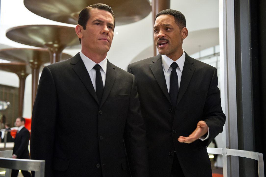 Agent Jay (Will Smith, r.) muss in die Vergangenheit reisen, um die Zukunft wieder einzurenken. Dabei findet er nicht nur das jüngere Alter Ego von... - Bildquelle: Wilson Webb 2012 Columbia Pictures Industries, Inc.  All rights reserved.