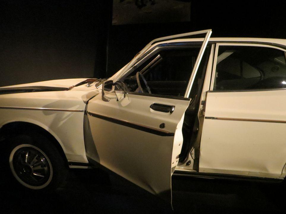 Don Wildman rekonstruiert mit einem zerstörten Auto die Geschichte eines unerschrockenen Journalisten ... - Bildquelle: 2014, The Travel Channel, L.L.C. All Rights Reserved.