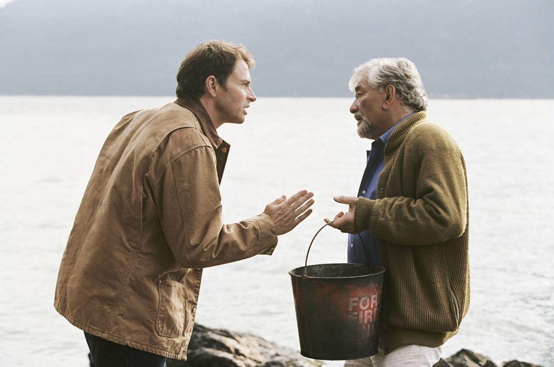 James Morse (Peter Falk, r.) ist ein toller Großvater, doch dessen fantasievolle Erzählungen, die seinen Enkel begeistern, sorgen immer wieder für Ä... - Bildquelle: CBS International Television