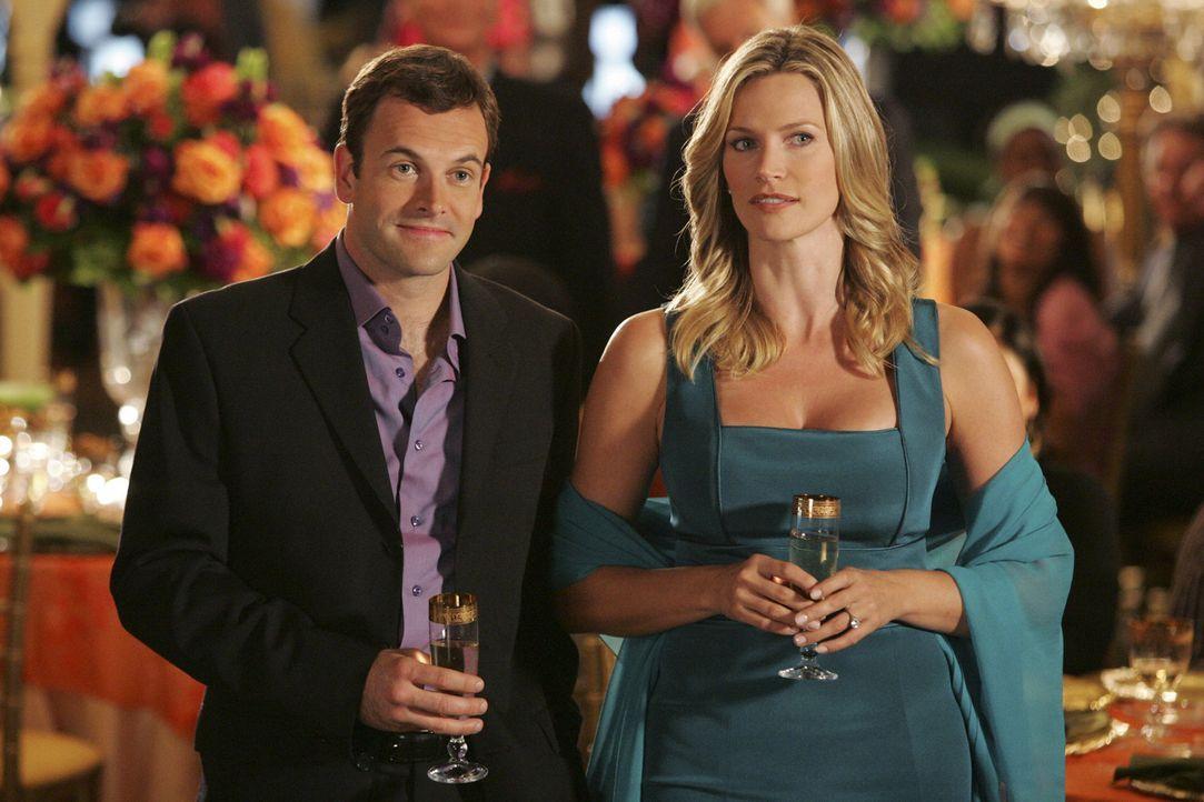 Können sie ihre beruflichen Differenzen hinter sich lassen? Eli (Jonny Lee Miller, l.) und seine Verlobte Taylor (Natasha Henstridge, r.) ... - Bildquelle: Disney - ABC International Television