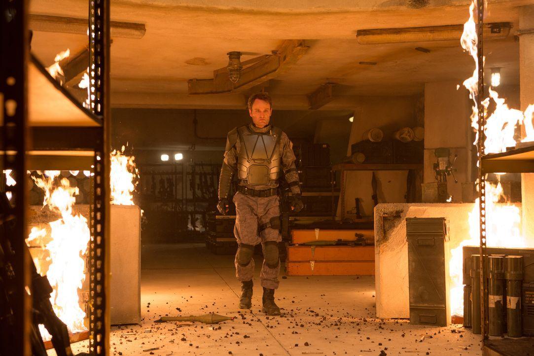 Ursprünglich war John (Jason Clarke) der Anführer im Widerstand gegen die Maschine, doch urplötzlich wechselt er die Fronten ... - Bildquelle: 2015 PARAMOUNT PICTURES. ALL RIGHTS RESERVED.