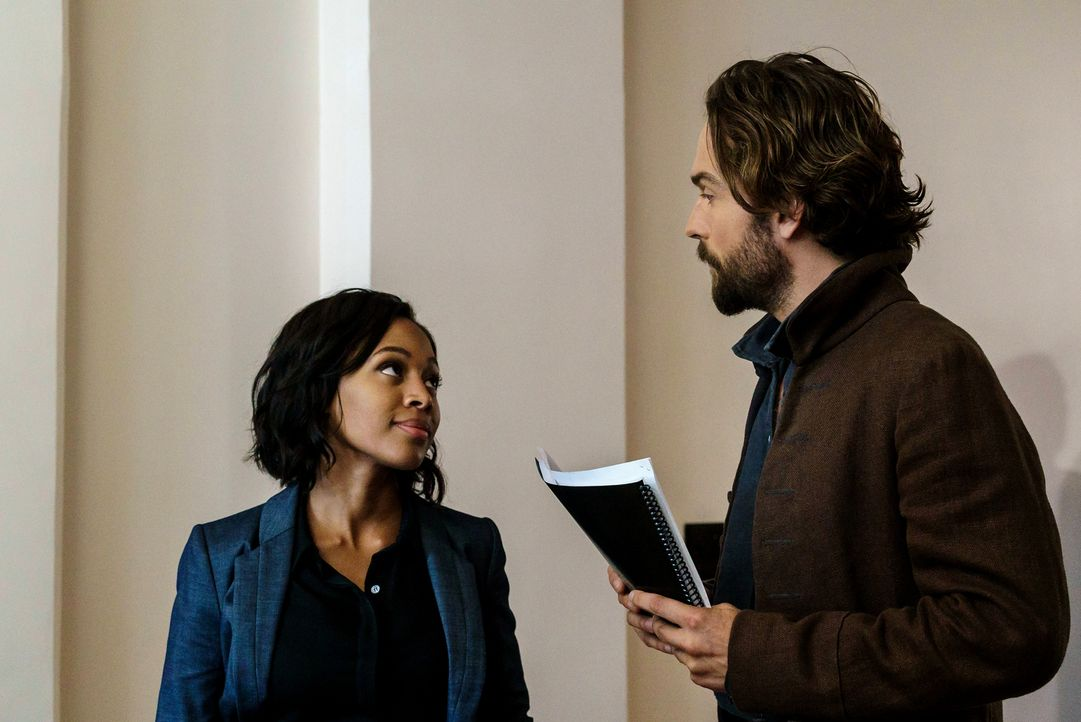 Müssen gegen einen neuen Jack the Ripper kämpfen: Abbie (Nicole Beharie, l.) und Crane (Tom Mison, r.) ... - Bildquelle: 2015-2016 Fox and its related entities.  All rights reserved.