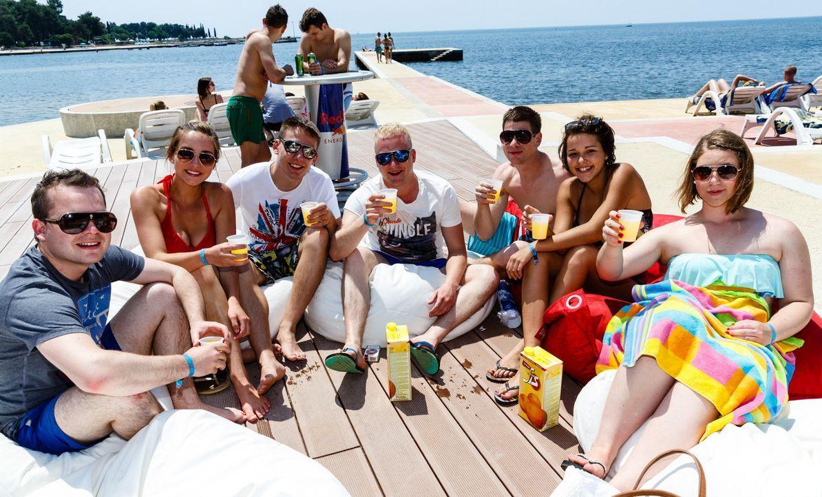 Jedes Jahr feiern in Kroatien über 10.000 wilde Teens vier Tage und drei Nächte heiße Techno-Partys. Dabei wird der Strand, das Meer und jeder klein... - Bildquelle: SAT.1