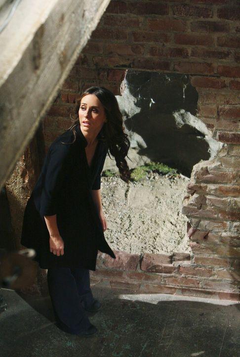 So plötzlich wie der fremde Mann vor Melinda (Jennifer Love Hewitt) aufgetaucht ist, so plötzlich verschwindet der auch in einem Tunnel ... - Bildquelle: ABC Studios