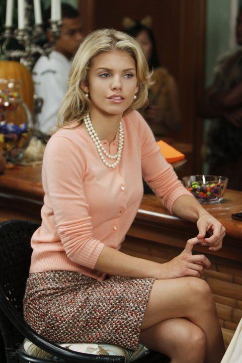 Richard oder Jamie? Das ist hier die Frage für Naomi (AnnaLynne McCord)... - Bildquelle: TM &   CBS Studios Inc. All Rights Reserved