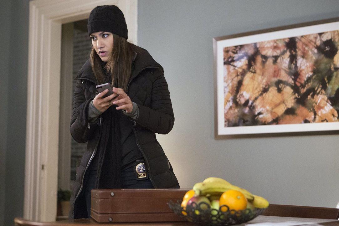 Bei den Ermittlungen in ihrem aktuellen Fall: Meredith (Janina Gavankar) ... - Bildquelle: 2016 Warner Bros. Entertainment, Inc.