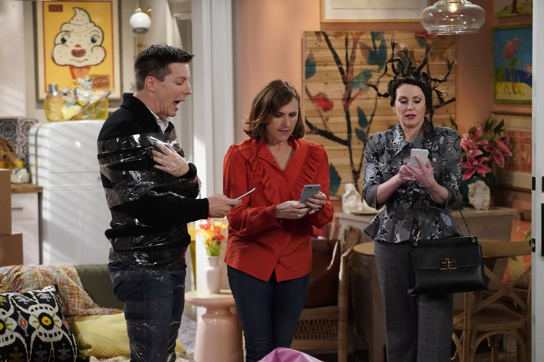 Wünscht sich nichts mehr, als dass Jack (Sean Hayes, l.) und Karen (Megan Mullally, r.) ihre Freunde sind: Val (Molly Shannon, M.) ... - Bildquelle: Chris Haston 2017 NBCUniversal Media, LLC