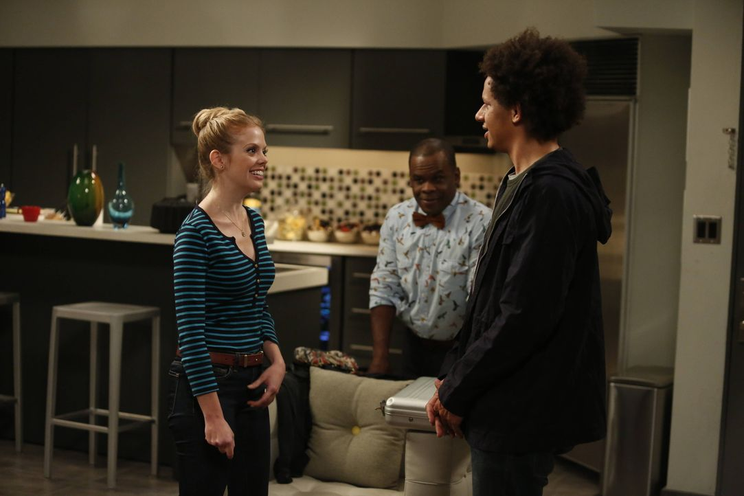 Die Idee der Lieblings-Reality-Datingshow von June (Dreama Walker, l.) und Mark (Eric André, r.) sorgt schließlich auch bei Luther (Ray Ford, M.)... - Bildquelle: 2012 American Broadcasting Companies. All rights reserved.