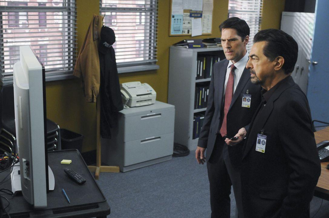 Sind auf der Suche nach einem Serienkiller, der das Internet als Jagdrevier fürs sich entdeckt hat: Gibbs (Thomas Gibson, l.) und Rossi (Joe Manteg... - Bildquelle: Touchstone Television