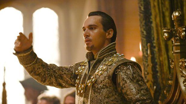 Stellt am Hof seine fünfte Frau, die blutjunge Königin Catherine Howard, vor:...