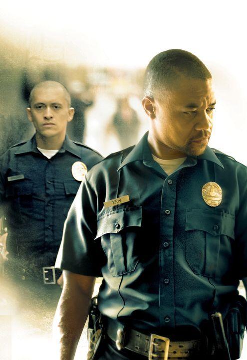 Als sich die beiden Polizisten Salim Adel (Cuba Gooding Jr., r.) und Armando Sancho (Clifton Collins Jr., l.) auf einen dubiosen Deal einlassen, wir... - Bildquelle: Sony Pictures Television International. All Rights Reserved.
