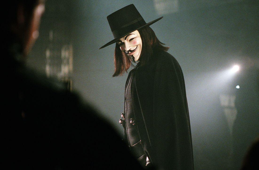 Im Kampf gegen den autoritären Staat: der maskierte Freiheitskämpfer Vendetta (Hugo Weaving) ... - Bildquelle: Warner Bros. Pictures