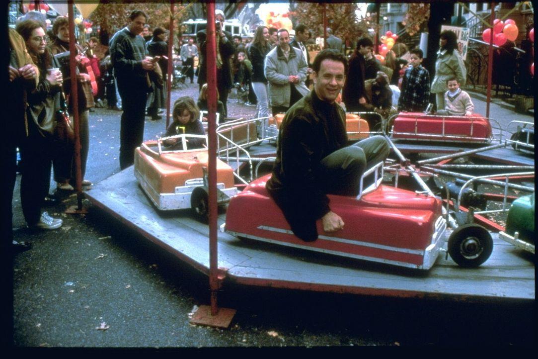 Schon wieder will Buchhändler Joe Fox (Tom Hanks) seine Buchhandlungskette vergrößern und einen neuen Laden eröffnen. Direkt neben der kleinen Buchh... - Bildquelle: Warner Bros. Pictures