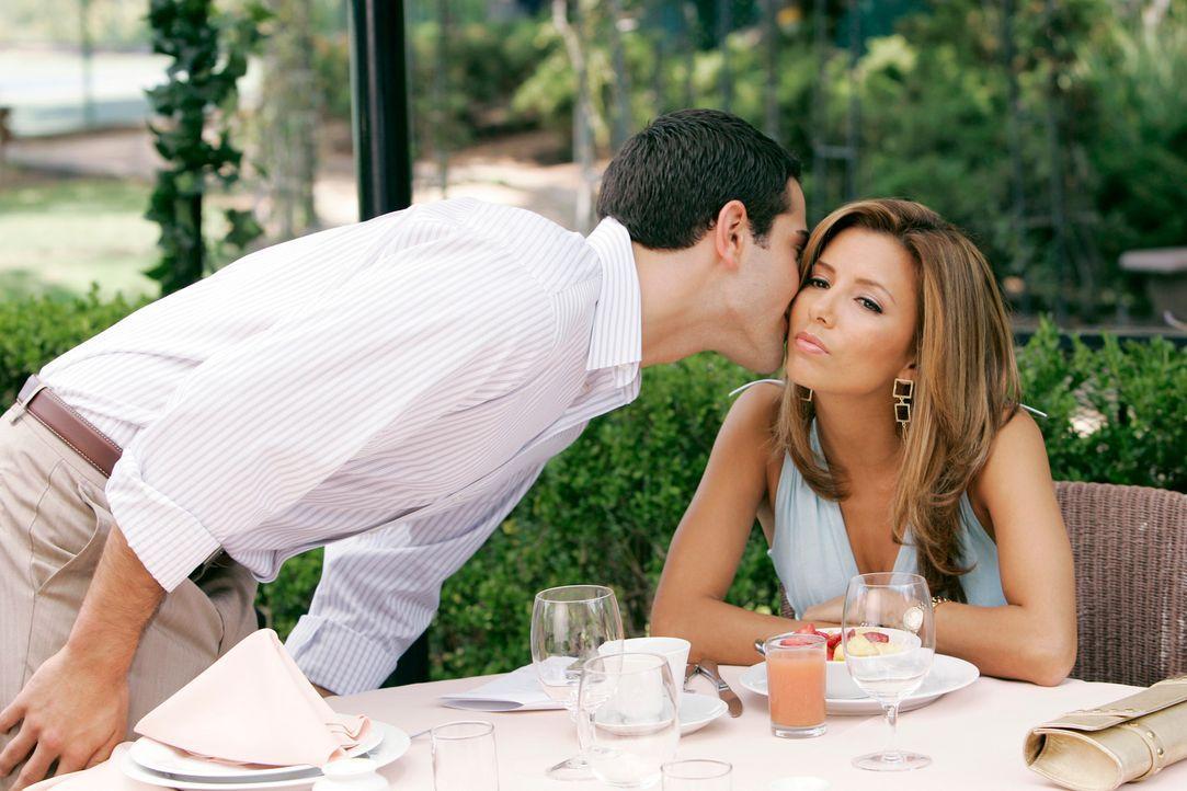Hat ihre Liebe noch eine Chance?: Gabrielle (Eva Longoria, r.) und John (Jesse Metcalfe, l.) ... - Bildquelle: 2005 Touchstone Television  All Rights Reserved