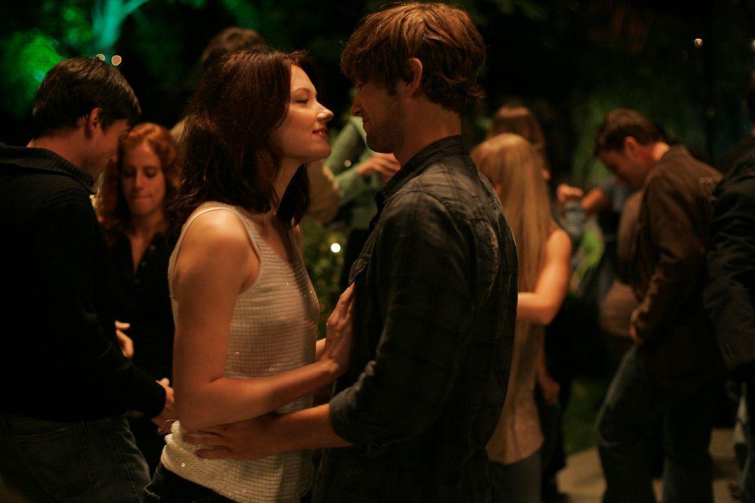 Auch dem attraktiven Joseph (Chace Crawford, r.) gelingt es nicht, Molly (Haley Bennett, l.) von den eigenartigen Visionen zu befreien. Da bricht Mo...