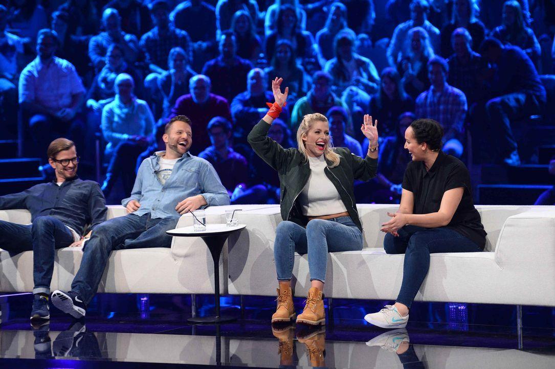 Für ihre Fans kämpfen Lena Gercke (2.v.r.) und Joko (r.) um den Hauptgewinn von 100.000 Euro ... - Bildquelle: Willi Weber ProSieben